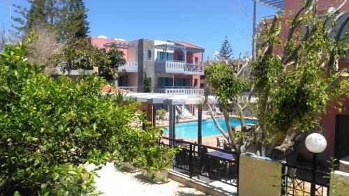 Вид на бассейн в Marilisa Hotel или окрестностях