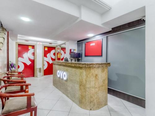 The lobby or reception area at OYO Hotel Lancaster