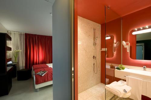 A bathroom at San Ranieri Hotel
