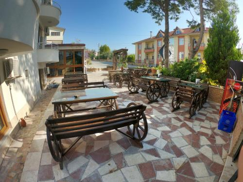 A restaurant or other place to eat at Bellamaritimo Hotel