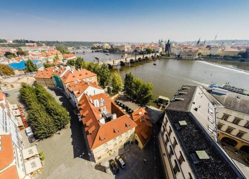 A bird's-eye view of Archibald At the Charles Bridge
