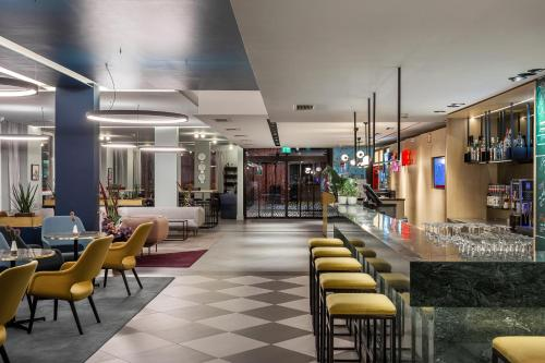 The lounge or bar area at AZIMUT Hotel Vienna