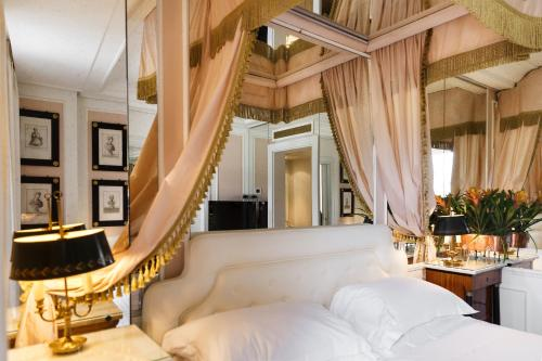 A bed or beds in a room at Excelsior Palace Hotel