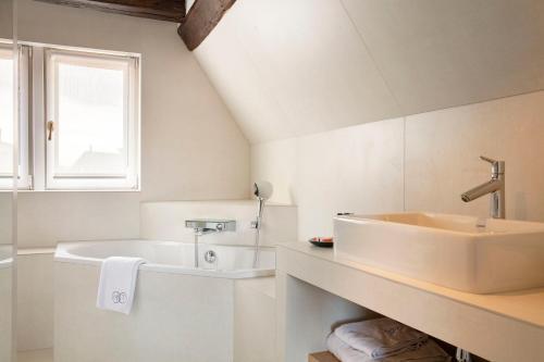 A bathroom at Relais & Châteaux La Maison Des Têtes