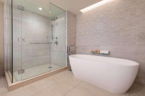 A bathroom at Grand Hyatt Kauai Resort & Spa