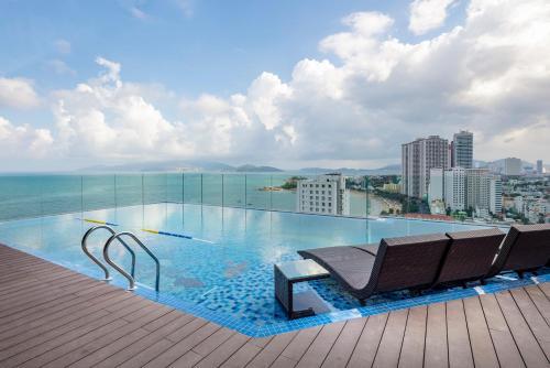 The swimming pool at or close to Senia Hotel Nha Trang