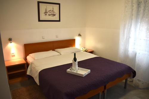 A bed or beds in a room at Hotel Fala