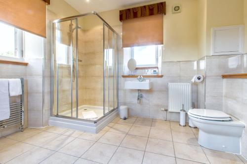 A bathroom at Sherbrooke Castle Hotel