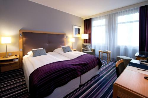 A bed or beds in a room at Radisson Blu Hotel Bremen