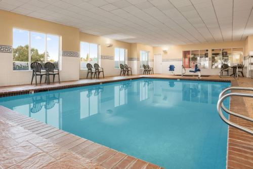 The swimming pool at or near Country Inn & Suites by Radisson, Bountiful, UT