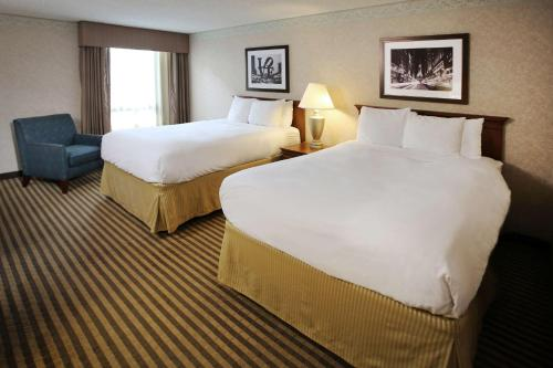 A bed or beds in a room at Radisson Hotel Philadelphia Northeast