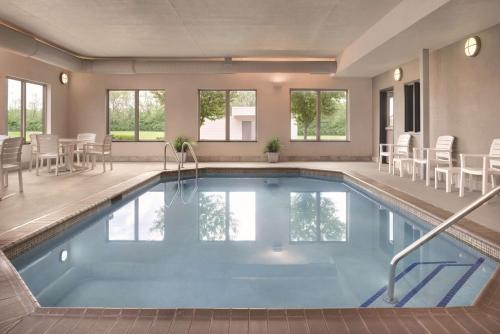 The swimming pool at or near Country Inn & Suites by Radisson, Springfield, IL
