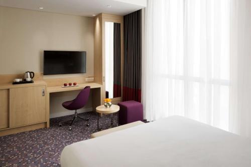 Cama ou camas em um quarto em Radisson Blu Residence, Dhahran