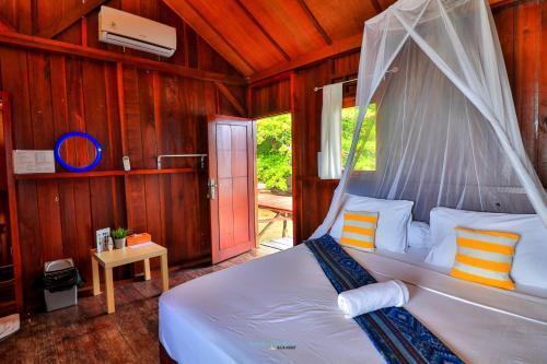 Letto o letti in una camera di Hamueco Dive Resort Raja Ampat