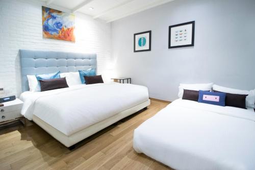 Ein Bett oder Betten in einem Zimmer der Unterkunft Hotel NuVe Heritage (SG Clean, Staycation Approved)