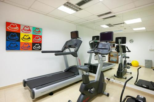 The fitness center and/or fitness facilities at Catalonia Las Cañas