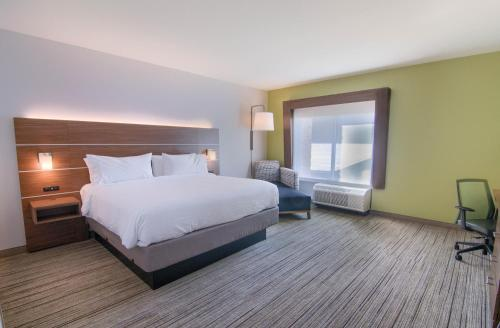 A bed or beds in a room at Holiday Inn Express & Suites Mobile - University Area, an IHG Hotel