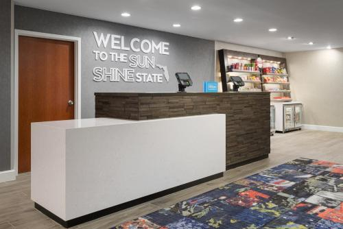 The lobby or reception area at Hampton Inn & Suites Tampa Ybor City Downtown