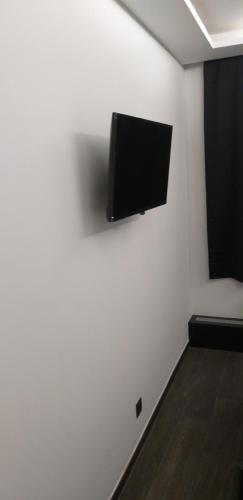 Телевизор и/или развлекательный центр в Hotel Le Grand Colombier