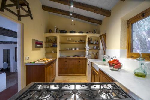 A kitchen or kitchenette at Tamariu Villa Sleeps 8