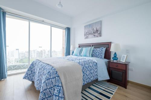 A bed or beds in a room at Simply Comfort - Exclusive Modern Barranco Apartments
