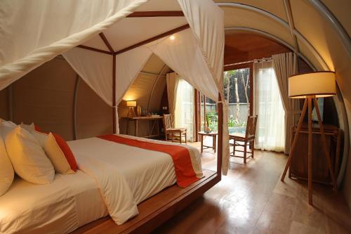 Ein Bett oder Betten in einem Zimmer der Unterkunft Templation Hotel