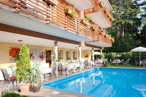 Het zwembad bij of vlak bij Hotel Aster