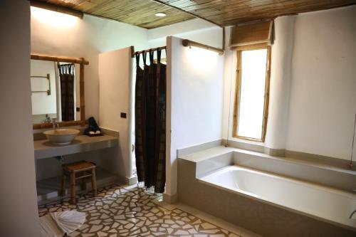 ห้องน้ำของ ภูใจใส เมาน์เท่น รีสอร์ต