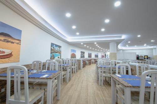Een restaurant of ander eetgelegenheid bij HL Paradise Island