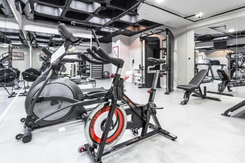 The fitness center and/or fitness facilities at Radisson Blu Hotel Lisbon