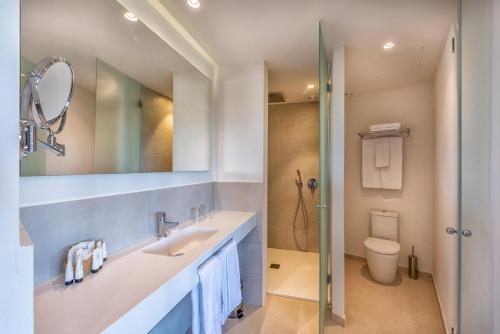 Een badkamer bij Hotel Club Cala Marsal