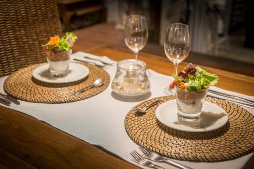 A restaurant or other place to eat at La Pedrera Small Hotel & Spa