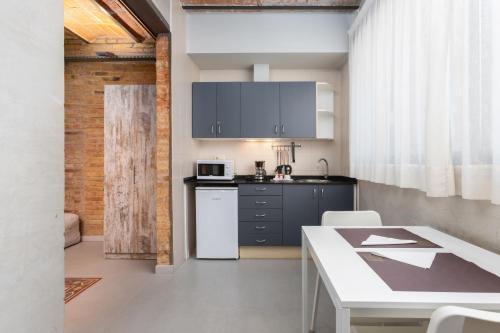 Una cocina o zona de cocina en Apartamentos DV