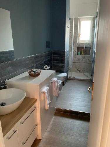 A bathroom at Blue Home