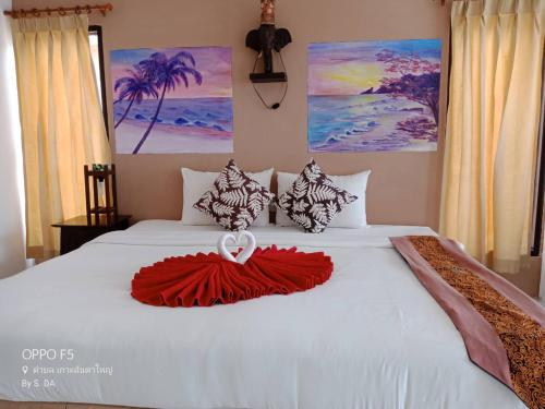 A bed or beds in a room at Lanta Palace Resort & Beach Club