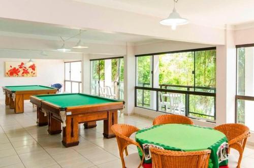 Mesa de bilhar em Bombinhas Tourist Apart Hotel