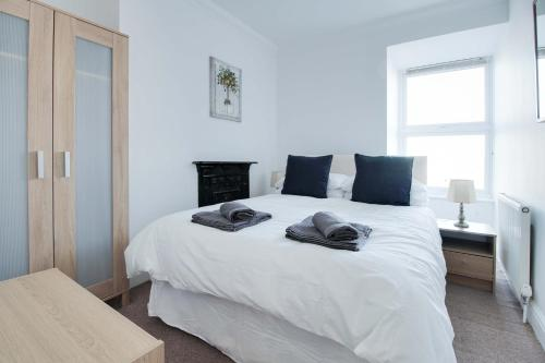 A bed or beds in a room at 34 New Road