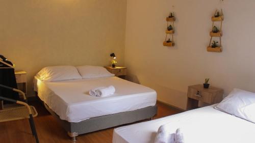 A bed or beds in a room at La Vaina Cali