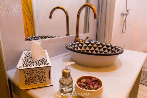 A bathroom at Luxury Bega Camp