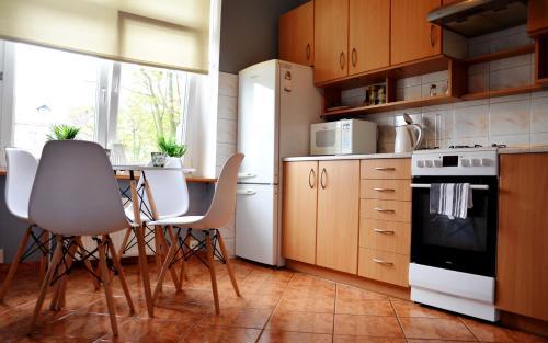 Kuchnia lub aneks kuchenny w obiekcie Apartament Piastowska