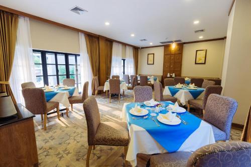 Ein Restaurant oder anderes Speiselokal in der Unterkunft Decharme Hotel