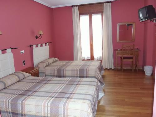 Cama o camas de una habitación en Hostal-Restaurante San Antolín