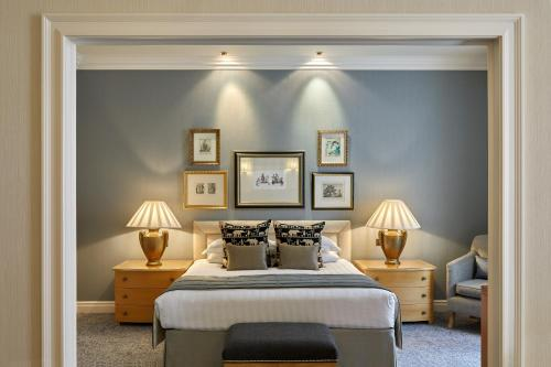 A bed or beds in a room at The Landmark London