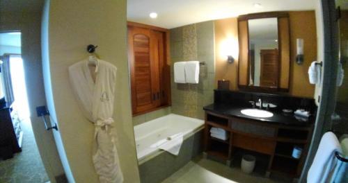 A bathroom at Aulani, A Disney Vacation Club Villa, Ko Olina, Hawai'i