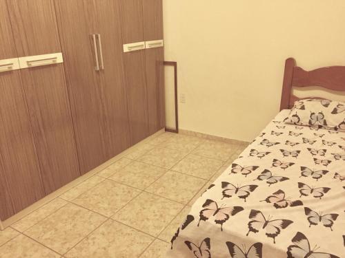 Cama ou camas em um quarto em Apartamento 300m da praia