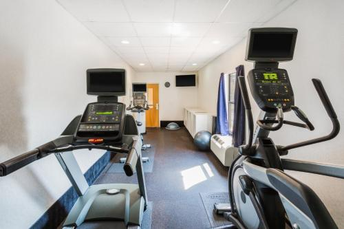 The fitness center and/or fitness facilities at Holiday Inn Express - Plymouth, an IHG Hotel