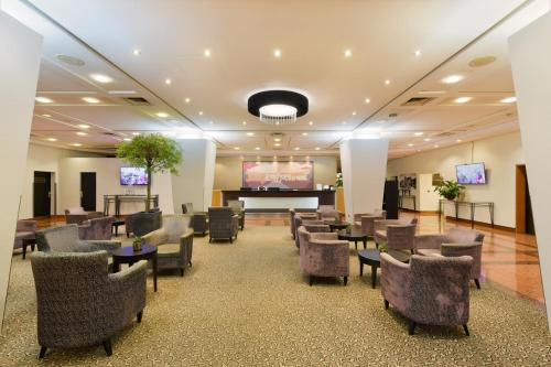 The lobby or reception area at ACHAT Hotel Karlsruhe City