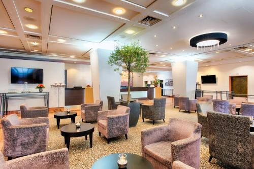 The lounge or bar area at ACHAT Hotel Karlsruhe City