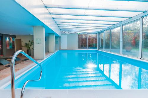 The swimming pool at or near Fletcher Resort-Hotel Zutphen