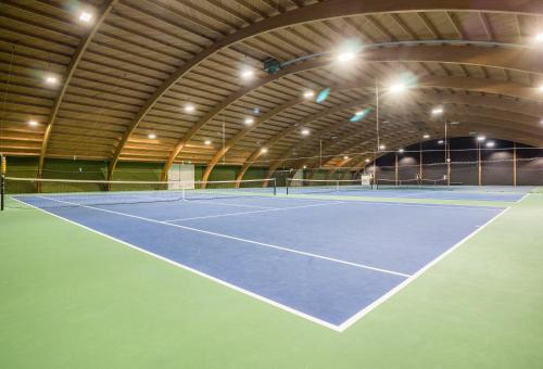 Tennis and/or squash facilities at Fletcher Resort-Hotel Zutphen or nearby